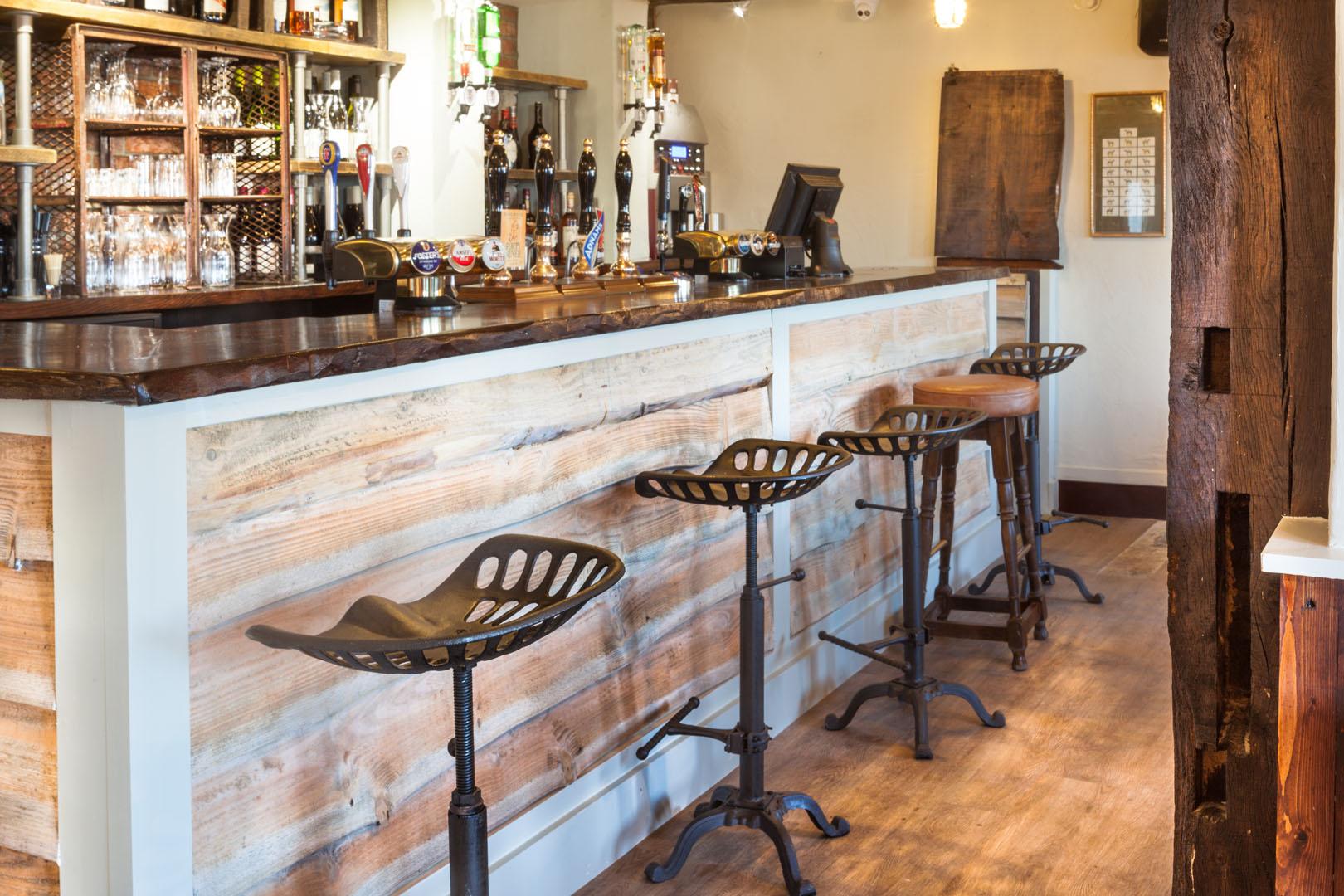 Royal-Oak-Bar-Side
